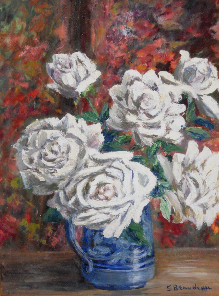 Roses blanches au pot de terre
